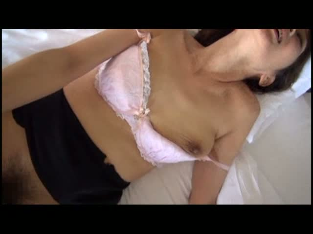 ホテルにて、三十路の熟女のぶっかけ無料jukujyo動画。三十路の熟女がホテルで毛深い男に犯されて、精子ぶっかけ!