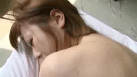 下からチンポで激しく突き上げられて喘ぐ美乳の姉さん
