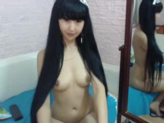 【無修正】ライブチャット流出。黒髪ロングで激カワパイパン娘のオナニーの無料エロ動画